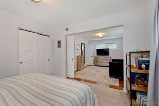 Photo 14: LA MESA House for sale : 3 bedrooms : 9550 Lakeview Dr
