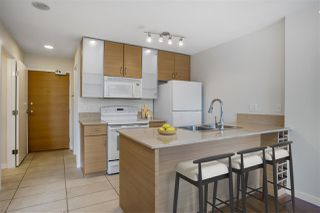 "Photo 4: 1306 909 MAINLAND Street in Vancouver: Yaletown Condo for sale in ""YALETOWN PARK 2"" (Vancouver West)  : MLS®# R2516846"