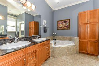 Photo 15: 335 DARLINGTON Crescent in Edmonton: Zone 20 House for sale : MLS®# E4203021