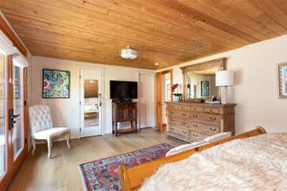"""Photo 12: 41379 DRYDEN Road in Squamish: Brackendale House for sale in """"Brackendale"""" : MLS®# R2484059"""