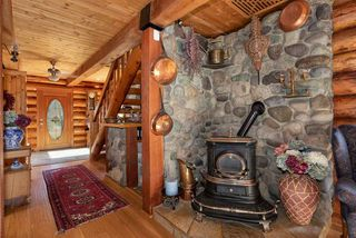 """Photo 8: 41379 DRYDEN Road in Squamish: Brackendale House for sale in """"Brackendale"""" : MLS®# R2484059"""