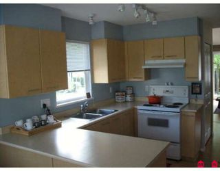 """Photo 6: 58 15968 82ND Avenue in Surrey: Fleetwood Tynehead Townhouse for sale in """"SHELBOURNE LANE"""" : MLS®# F2921099"""
