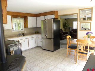 "Photo 2: 4985 BERGMAN Road in YARROW, CHILLIWACK: Yarrow House for sale in ""YARROW"" (Chilliwack)  : MLS®# H1002702"
