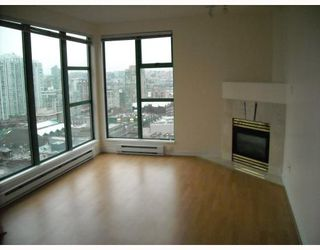 """Photo 1: 2107 939 HOMER Street in Vancouver: Downtown VW Condo for sale in """"THE PINNACLE"""" (Vancouver West)  : MLS®# V746950"""
