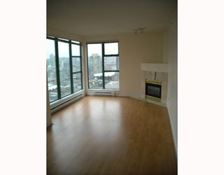 """Photo 2: 2107 939 HOMER Street in Vancouver: Downtown VW Condo for sale in """"THE PINNACLE"""" (Vancouver West)  : MLS®# V746950"""