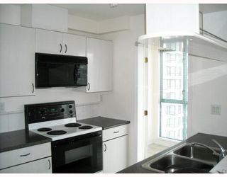 """Photo 3: 2107 939 HOMER Street in Vancouver: Downtown VW Condo for sale in """"THE PINNACLE"""" (Vancouver West)  : MLS®# V746950"""