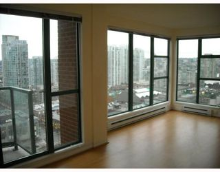 """Photo 5: 2107 939 HOMER Street in Vancouver: Downtown VW Condo for sale in """"THE PINNACLE"""" (Vancouver West)  : MLS®# V746950"""