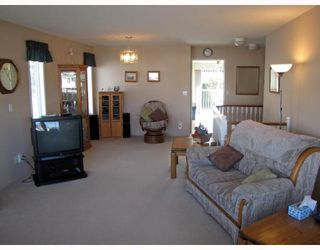 Photo 3: 20136 WANSTEAD Street in Maple_Ridge: Southwest Maple Ridge House for sale (Maple Ridge)  : MLS®# V760145