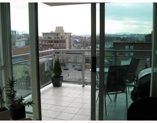 """Photo 4: 902 120 MILROSS Avenue in Vancouver: Mount Pleasant VE Condo for sale in """"THE BRIGHTON"""" (Vancouver East)  : MLS®# V760243"""
