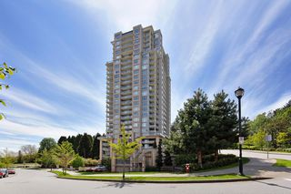 """Photo 1: 2303 280 ROSS Drive in New Westminster: Fraserview NW Condo for sale in """"THE CARLYLE"""" : MLS®# R2454366"""