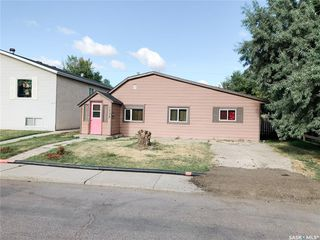 Photo 1: 1735 B Avenue North in Saskatoon: Mayfair Residential for sale : MLS®# SK824458
