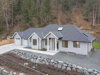 Photo 2: 45962 GURNEY Road: Cultus Lake House for sale : MLS®# R2506781