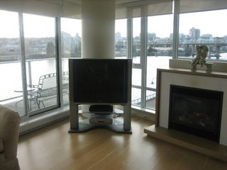 "Photo 12: 502 8 SMITHE MEWS in Vancouver: False Creek North Condo for sale in ""FLAGSHIP"" (Vancouver West)  : MLS®# V797838"