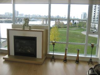"Photo 11: 502 8 SMITHE MEWS in Vancouver: False Creek North Condo for sale in ""FLAGSHIP"" (Vancouver West)  : MLS®# V797838"