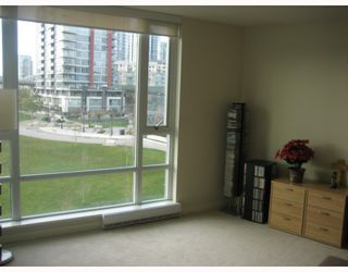 "Photo 7: 502 8 SMITHE MEWS in Vancouver: False Creek North Condo for sale in ""FLAGSHIP"" (Vancouver West)  : MLS®# V797838"