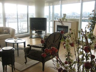 "Photo 9: 502 8 SMITHE MEWS in Vancouver: False Creek North Condo for sale in ""FLAGSHIP"" (Vancouver West)  : MLS®# V797838"