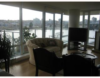 "Photo 2: 502 8 SMITHE MEWS in Vancouver: False Creek North Condo for sale in ""FLAGSHIP"" (Vancouver West)  : MLS®# V797838"