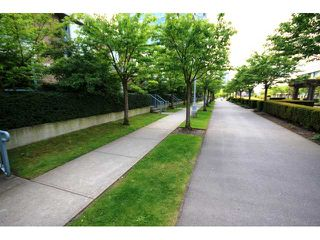 "Photo 9: TH1 1889 ROSSER Avenue in Burnaby: Brentwood Park Townhouse for sale in ""THE BUCHANAN"" (Burnaby North)  : MLS®# V829881"