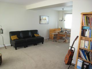 Photo 2: 52 DICKSON Crescent in WINNIPEG: Manitoba Other Residential for sale : MLS®# 1015927