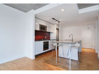 "Photo 2: 1208 108 W CORDOVA Street in Vancouver: Downtown VW Condo for sale in ""WOODWARDS"" (Vancouver West)  : MLS®# V864082"