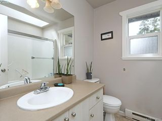 Photo 2: 1 3149 Jackson Street in VICTORIA: Vi Mayfair Half Duplex for sale (Victoria)  : MLS®# 413610
