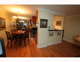 Photo 2: 404 1750 ESQUIMALT Avenue in West Vancouver: Ambleside Condo for sale : MLS®# V798842