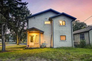 Photo 3: 9020 90 Avenue in Edmonton: Zone 18 House Half Duplex for sale : MLS®# E4172644