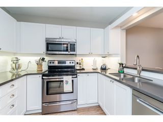 """Photo 3: 104 15941 MARINE Drive: White Rock Condo for sale in """"Heritage"""" (South Surrey White Rock)  : MLS®# R2417090"""