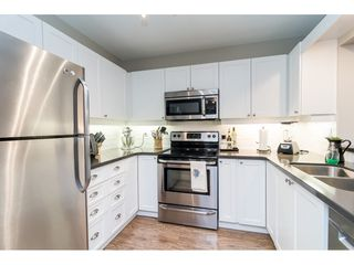 """Photo 4: 104 15941 MARINE Drive: White Rock Condo for sale in """"Heritage"""" (South Surrey White Rock)  : MLS®# R2417090"""
