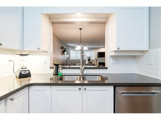 """Photo 5: 104 15941 MARINE Drive: White Rock Condo for sale in """"Heritage"""" (South Surrey White Rock)  : MLS®# R2417090"""