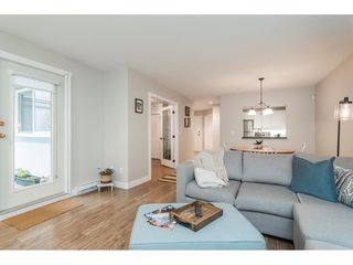 """Photo 10: 104 15941 MARINE Drive: White Rock Condo for sale in """"Heritage"""" (South Surrey White Rock)  : MLS®# R2417090"""