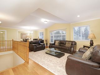 Photo 2: 2466 FRISKIE Avenue in Port Coquitlam: Woodland Acres PQ House for sale : MLS®# R2435749