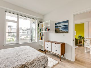 Photo 17: 220 725 Marine Drive in North Vancouver: Harbourside Condo for sale : MLS®# R2481739