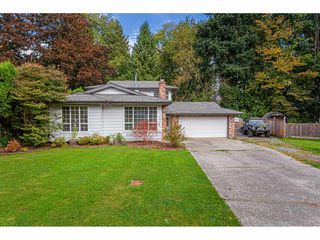 Photo 1: 4976 198 Street in Langley: Langley City House for sale : MLS®# R2506557