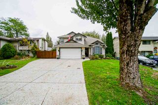 """Photo 2: 6162 171A Street in Surrey: Cloverdale BC House for sale in """"West Cloverdale"""" (Cloverdale)  : MLS®# R2508370"""