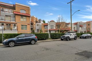 Main Photo: 206 930 North Park St in : Vi Central Park Condo for sale (Victoria)  : MLS®# 862514