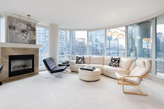 """Photo 9: 1103 323 JERVIS Street in Vancouver: Coal Harbour Condo for sale in """"Escala"""" (Vancouver West)  : MLS®# R2527728"""