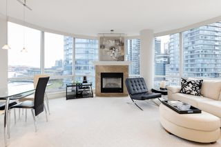 """Photo 10: 1103 323 JERVIS Street in Vancouver: Coal Harbour Condo for sale in """"Escala"""" (Vancouver West)  : MLS®# R2527728"""