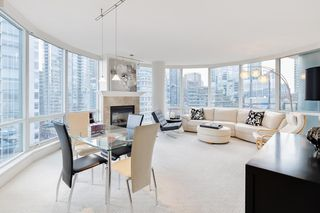 """Photo 8: 1103 323 JERVIS Street in Vancouver: Coal Harbour Condo for sale in """"Escala"""" (Vancouver West)  : MLS®# R2527728"""