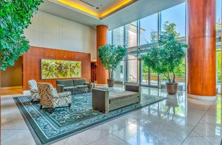 """Photo 4: 1103 323 JERVIS Street in Vancouver: Coal Harbour Condo for sale in """"Escala"""" (Vancouver West)  : MLS®# R2527728"""
