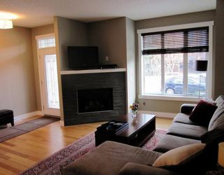 Photo 4: A1 2020 27 Avenue SW in CALGARY: South Calgary Townhouse for sale (Calgary)  : MLS®# C3412383