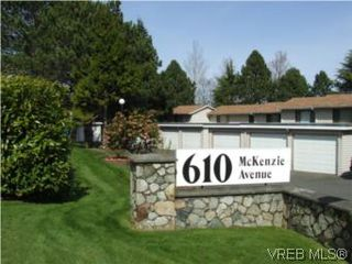 Photo 1: 35 610 McKenzie Ave in VICTORIA: SW Glanford Row/Townhouse for sale (Saanich West)  : MLS®# 531206