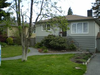 Photo 1: 335 E 20TH Street in North_Vancouver: Central Lonsdale House for sale (North Vancouver)  : MLS®# V764141