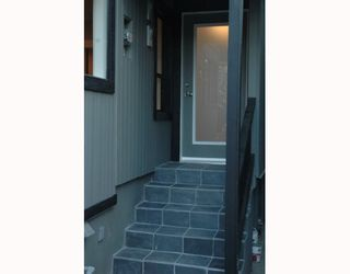 Photo 2: 1150 LILY Street in Vancouver: Grandview VE House for sale (Vancouver East)  : MLS®# V802071