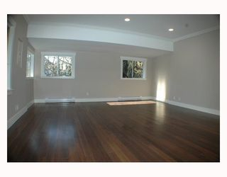 Photo 3: 1150 LILY Street in Vancouver: Grandview VE House for sale (Vancouver East)  : MLS®# V802071