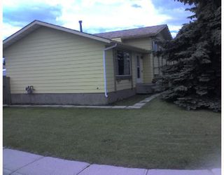 Photo 3: 2 Glenpatrick Road: Cochrane Residential Detached Single Family for sale : MLS®# C3333964