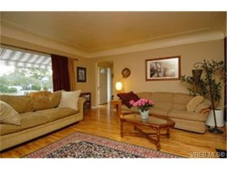 Photo 2:  in VICTORIA: OB Henderson House for sale (Oak Bay)  : MLS®# 472525