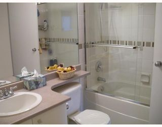 """Photo 7: 7492 HAWTHORNE Terrace in Burnaby: Highgate Townhouse for sale in """"Rockhill"""" (Burnaby South)  : MLS®# V767088"""