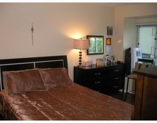 """Photo 6: 7492 HAWTHORNE Terrace in Burnaby: Highgate Townhouse for sale in """"Rockhill"""" (Burnaby South)  : MLS®# V767088"""