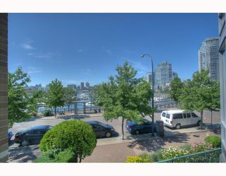 "Photo 8: 1063 MARINASIDE Crescent in Vancouver: False Creek North Townhouse for sale in ""QUAYWEST"" (Vancouver West)  : MLS®# V775209"